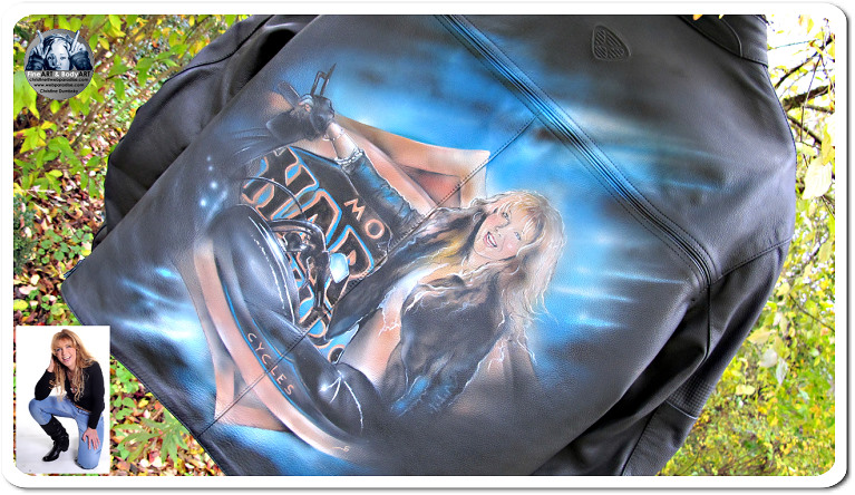 harley davidson davison portrait auf lederjacke airbrush jacke airbrushmalerei auf textilien auch live möglich - Ihr Portrait auf eine Jacke als Geburtstagsgeschenk Birthdaypresent your portrait on a leatherjacked. The international famous artist Christine Dumbsky is one of the best portrait portraitpainter worldwide, Christine Dumbsky als is one of the top 10 Bodypainter and Liveart artists  in the world. She developed her artwork in colaboration with the massurrealism movement of James Seehafer, who is the founder of it where Christine and James met up in Sommerach discussing the theme in its very first thoughts